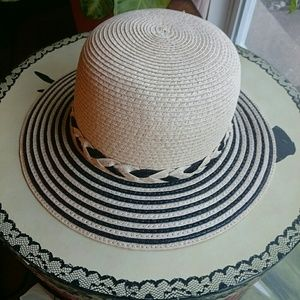 SUMMER 100 %PAPER HAT WITH BLACK DETAILS AND BOW